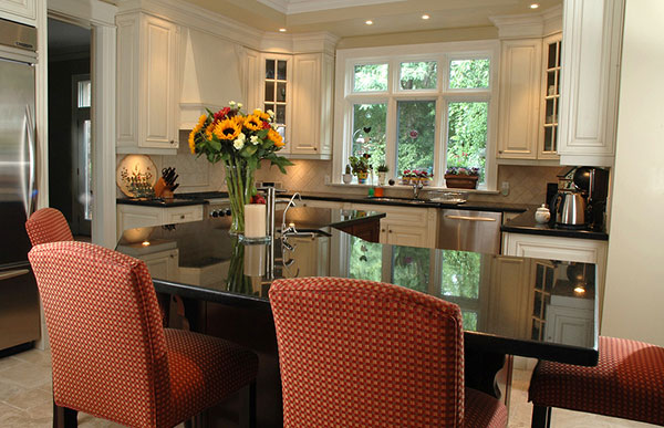picture of customized kitchen and dining room